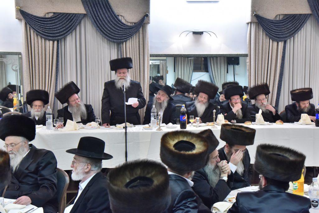 """Harav Amram Yaakov Gestetner, Rav of Shikun Agudas Yisrael in Bnei Brak, and eldest son of Harav Nosson Gestetner, zt""""l, delivers divrei brachah. (Moshe Goldstein)"""
