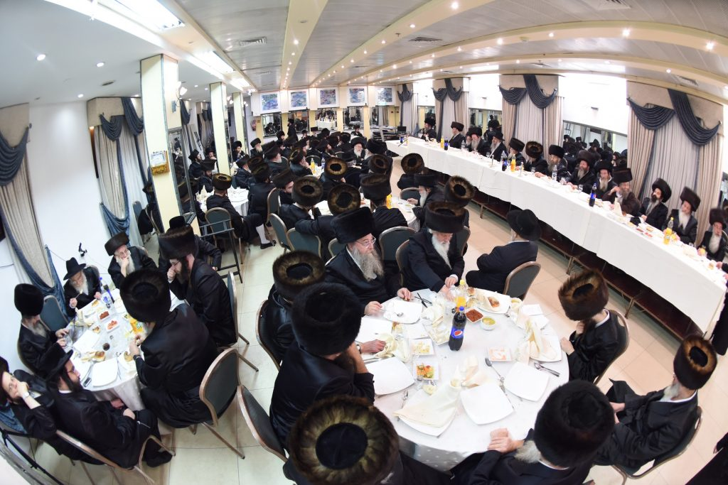 A view of the crowd at the melaveh malkah. (Moshe Goldstein)