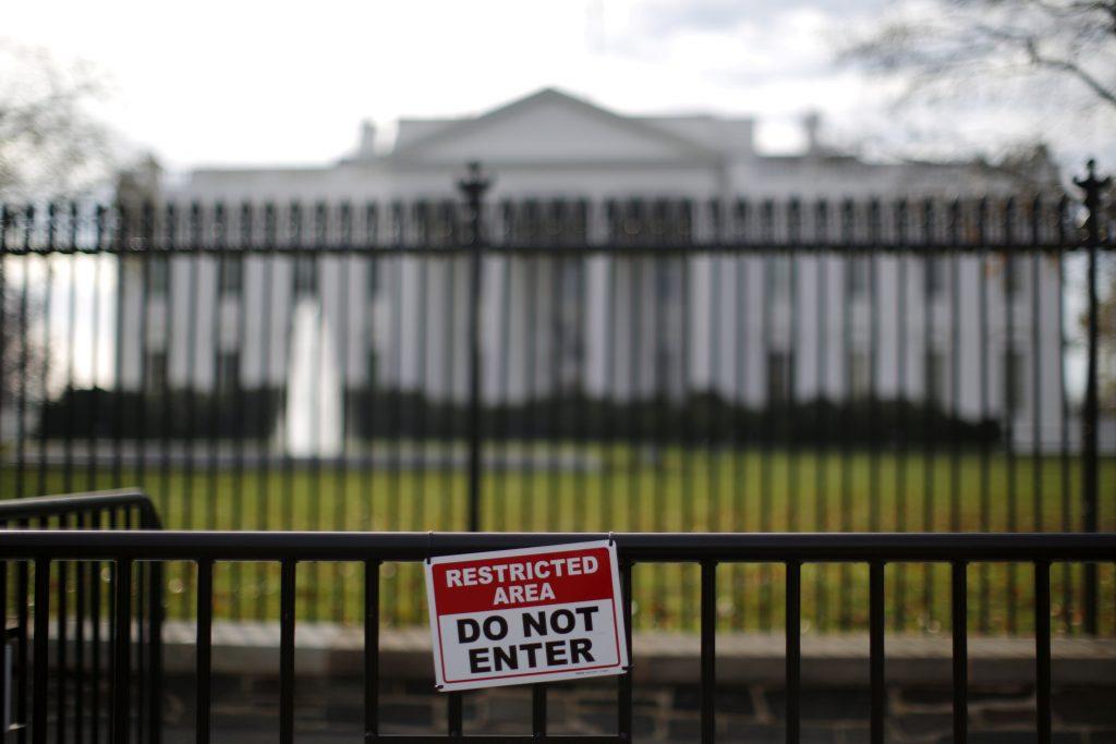Man Who Scaled White House Fence Faces 10-Year Sentence - Jewish Daily News: Hamodia