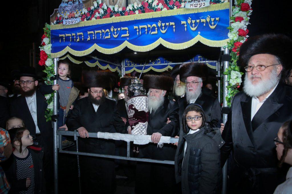 Hachnasas Sefer Torah, Seret Vizhnitz, Shul, Boro Park