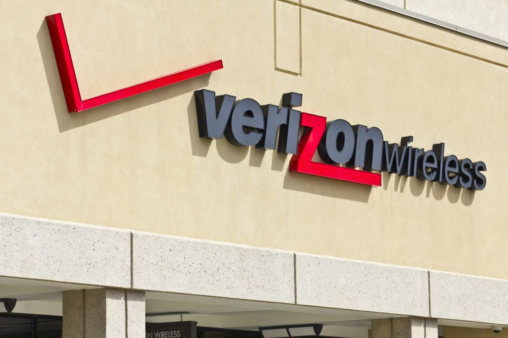 Verizon, Bidding War, AT&T, Straight Path
