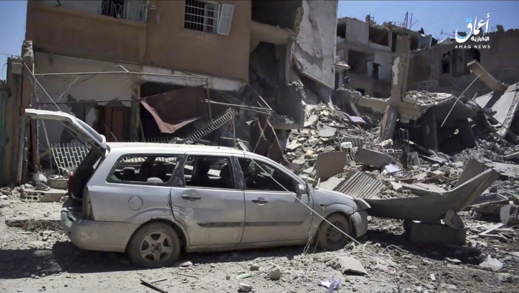 Syrians, Terrorists, Shoot, Escapees, Air Strikes, Kill, Civilians, Raqqa Battle, Intensifies