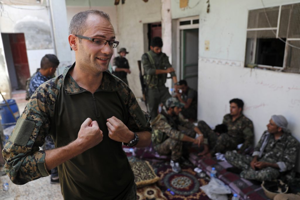 U.S., British, Volunteers, Battle, IS, Syria, Raqqa