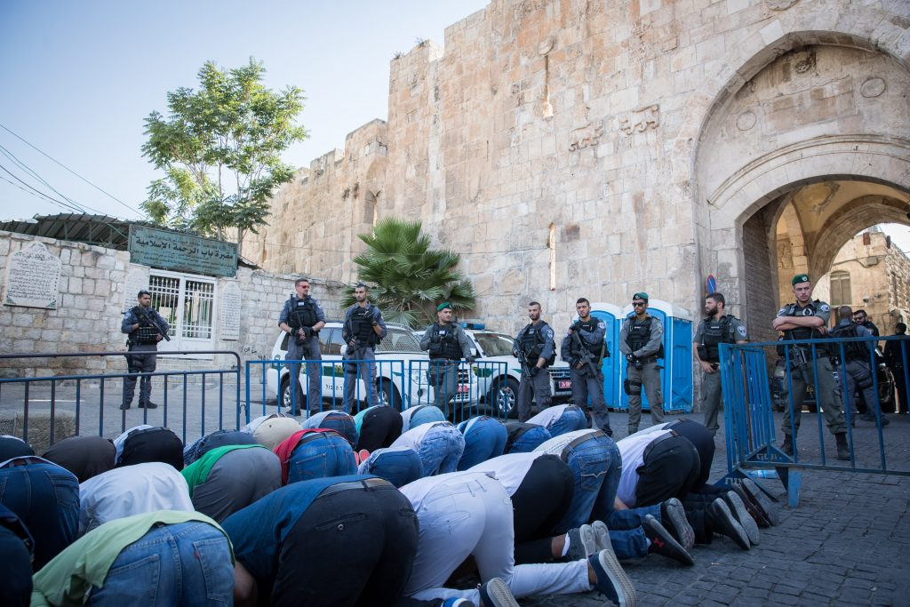 metal detectors Israel