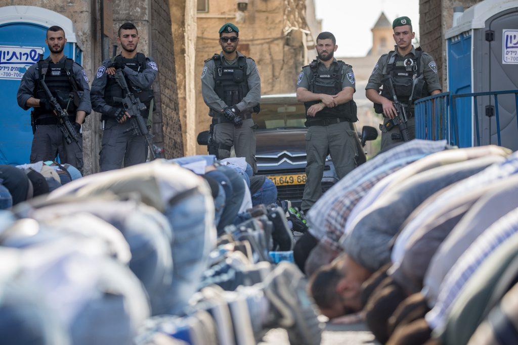 Police, Video, Al-Aksa, Terrorists, Smuggling, Guns, Mosque