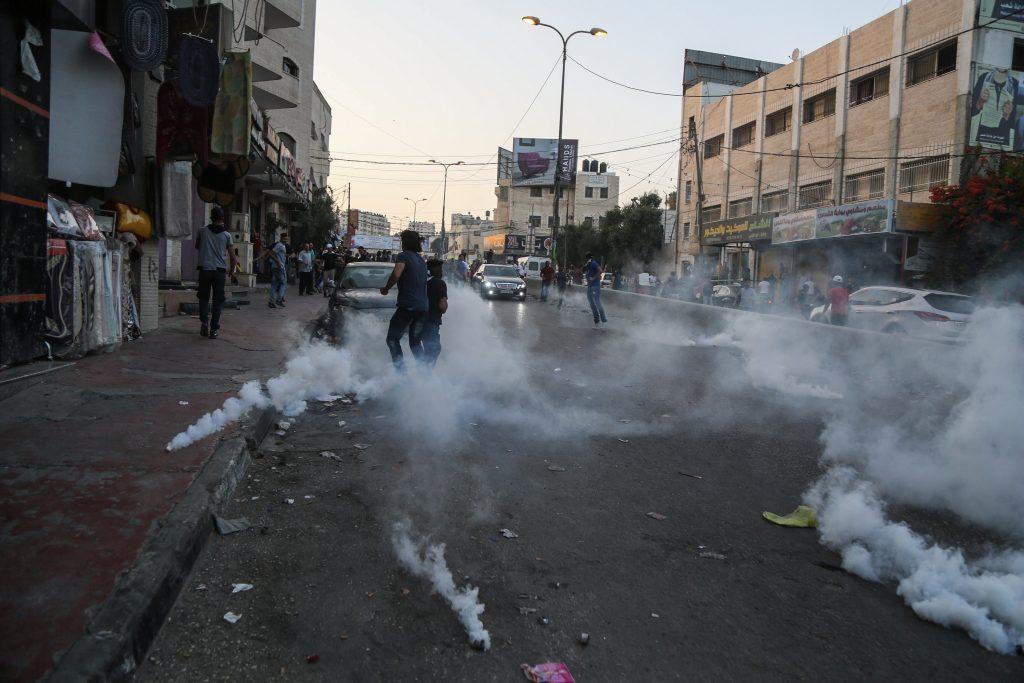 Jew Detector: Israel Says Metal Detectors To Stay; Greenblatt Heads To