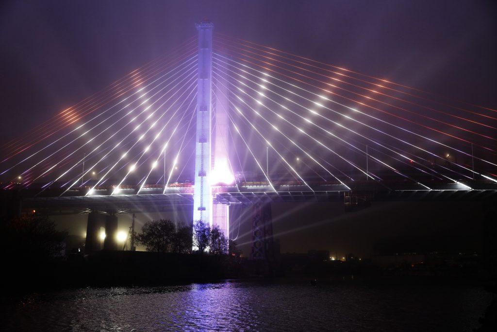Cuomo lights bridges