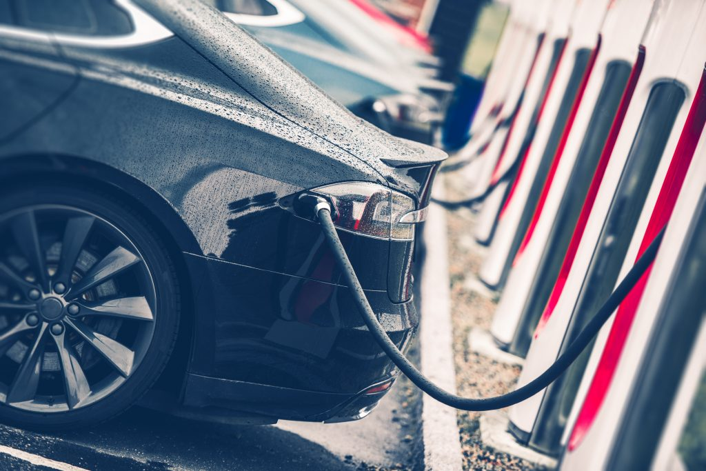 thruway charging, electric vehicle charging station