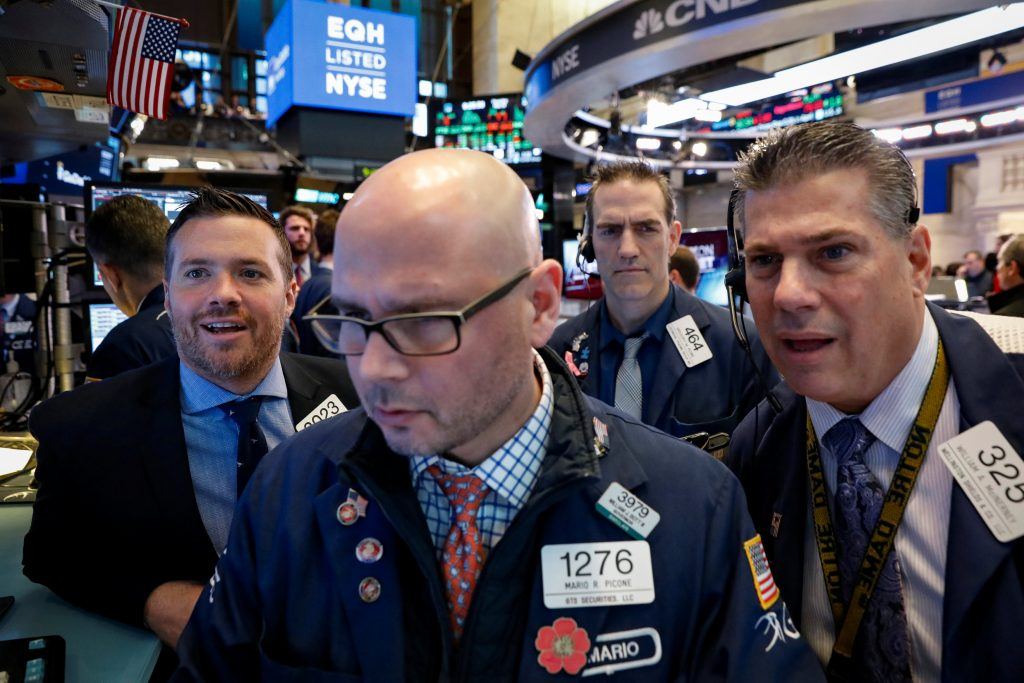 Apple and oil lead Wall Street higher