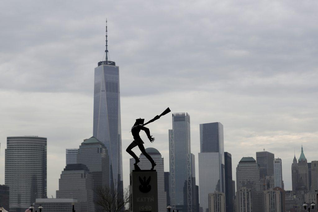 katyn statue