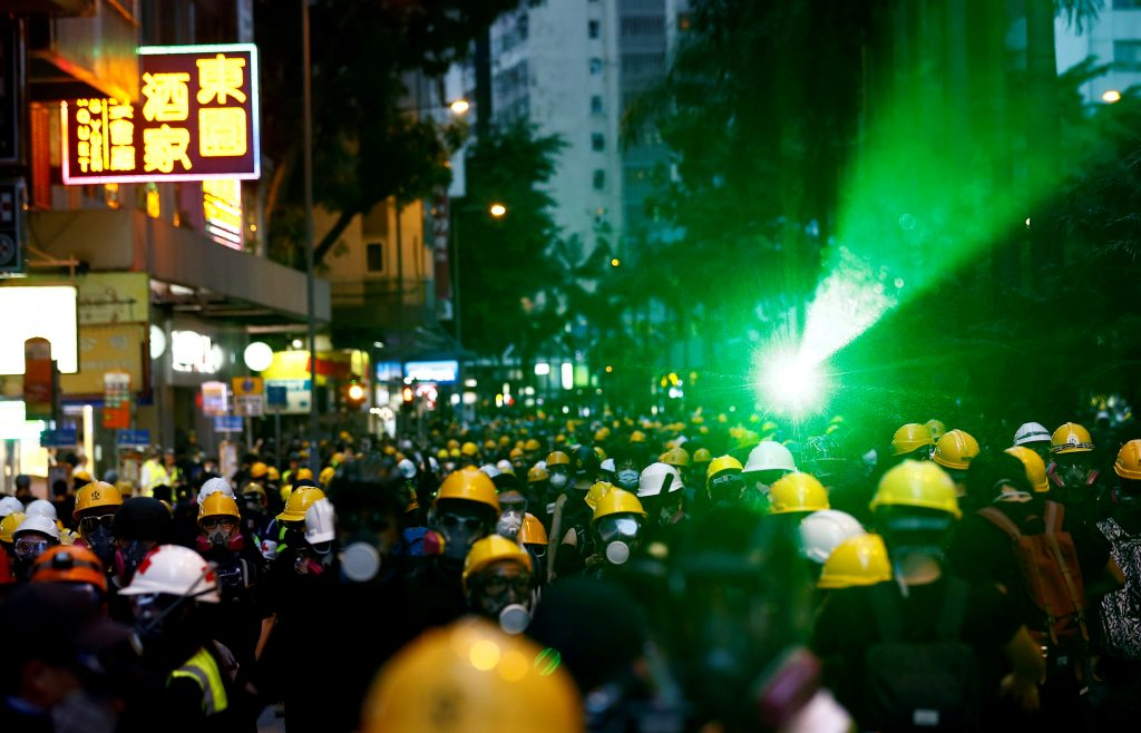 Banks Condemn Hk Violence As Jewelers Seek To Put Off Trade