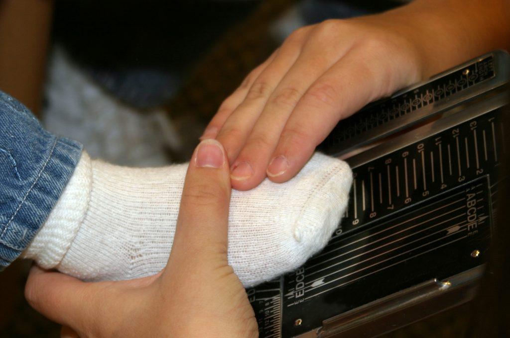 foot measuring, shoe measuring