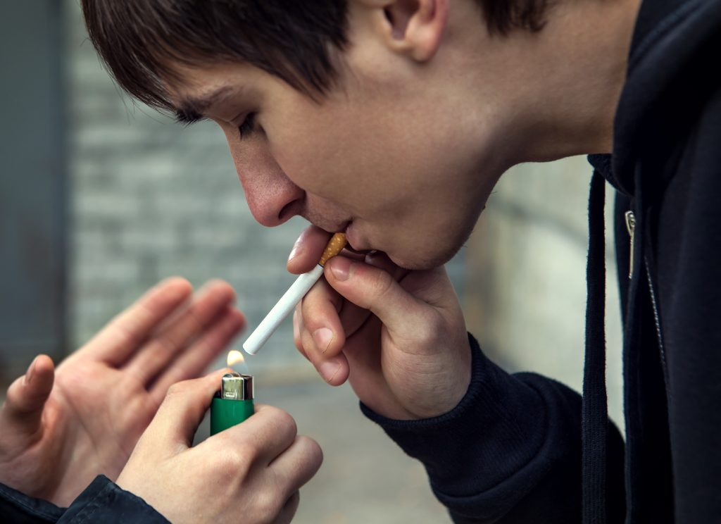 new york smoking age, teen smoking