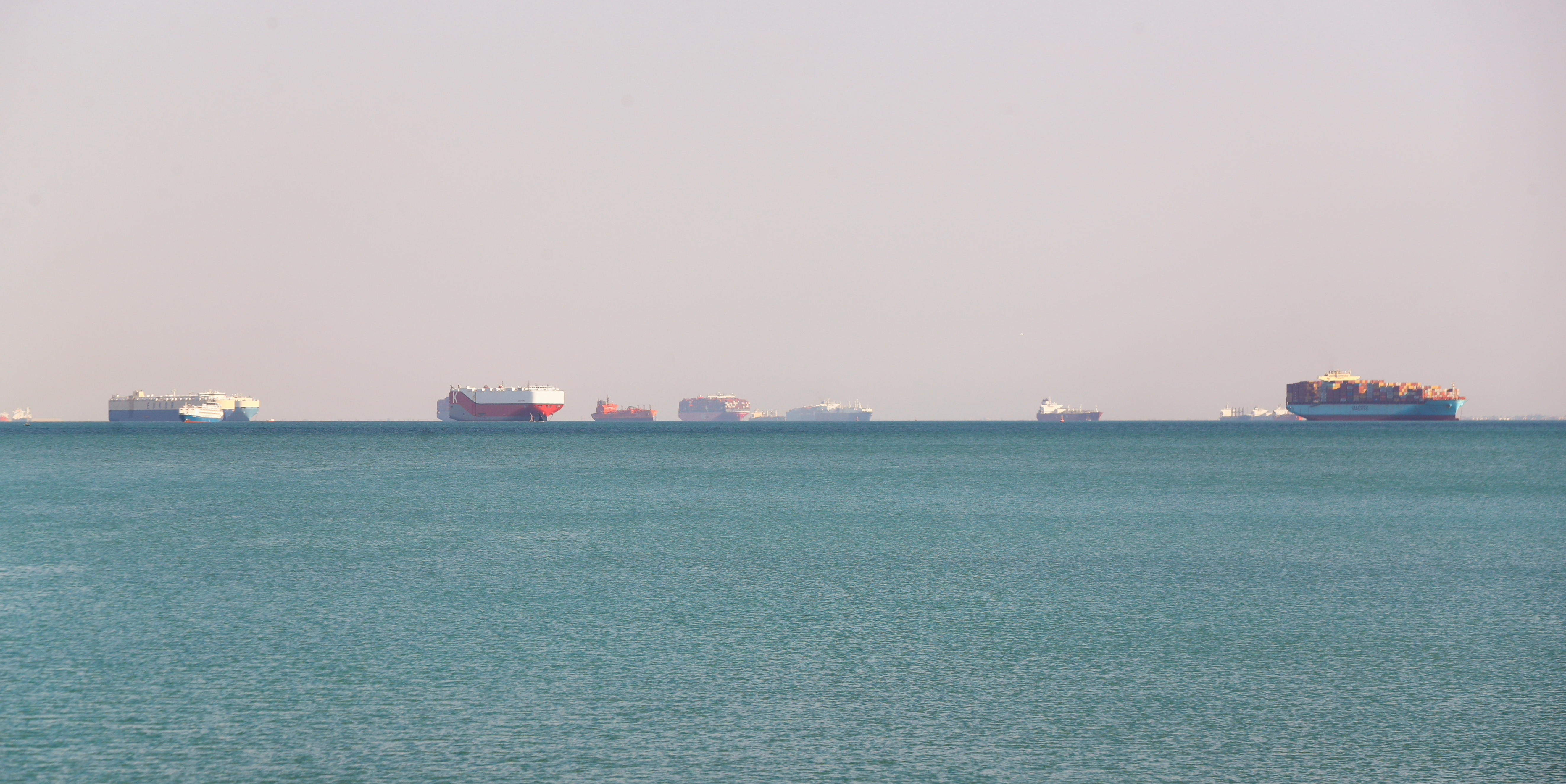 ship stuck in suez canal
